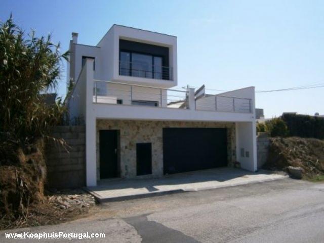 Nieuwbouw moderne villa nabij strand bij sao martinho do porto - Foto gevel moderne villa ...