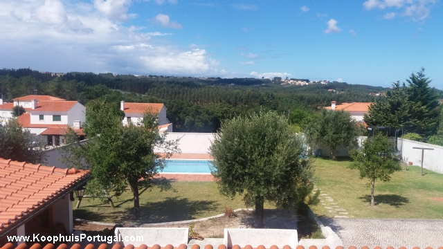 Grote villa met zwembad dichtbij stad - Stad geschakelde ...